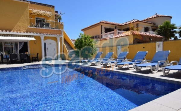 Holiday complex ARENA,  with 3 apartments and pool HUTG 05856